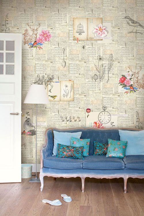 vinage couch and wallpaper